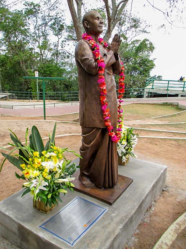 statue2-sri-chinmoy-brazil