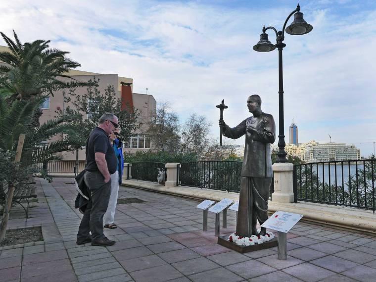 malta-statue-2