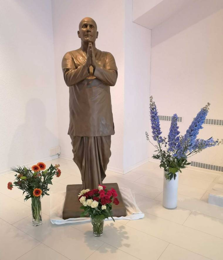 sri-chinmoy-sculpture-by-shilpataru