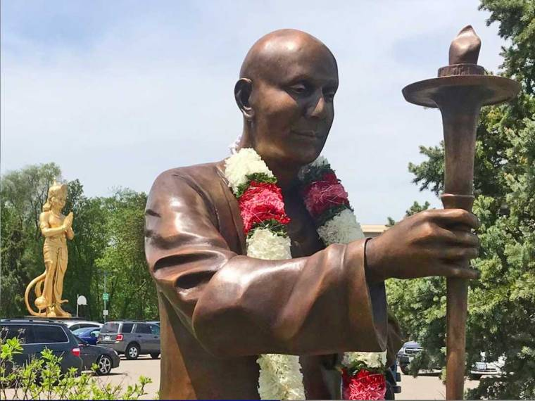 statue-sri-chinmoy-canada